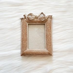 Other - 🖤 little wooden bow picture frame